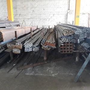 Fabrica de ferragens para telecomunicações